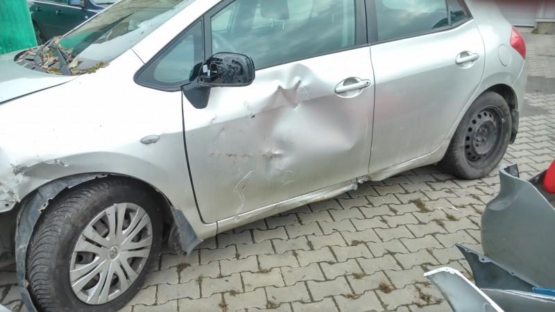 Vand Toyota Auris avariat - Poza 2