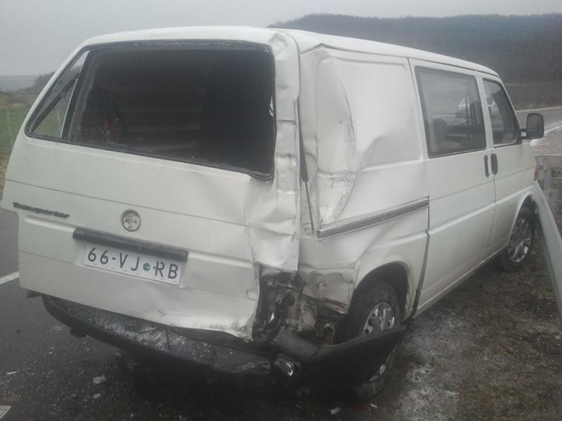 Vand Volkswagen Transporter avariat - Poza 2
