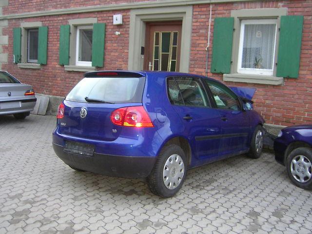 Volkswagen Golf-V avariat 2005 Benzina Hatchback - 03 Februarie 2011 - Poza 3