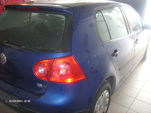 Volkswagen Golf-V avariat 2005 Benzina Hatchback - 03 Februarie 2011 - Poza 5