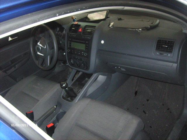 Volkswagen Golf-V avariat 2005 Benzina Hatchback - 03 Februarie 2011 - Poza 2