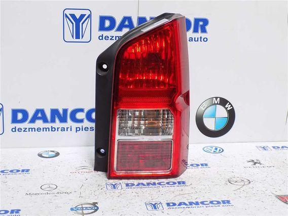 LAMPA DREAPTA SPATE Nissan Pathfinder 2007 - Poza 1