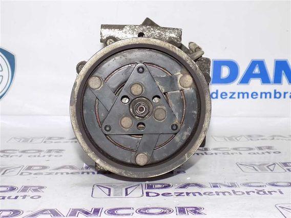 COMPRESOR  AC Dacia Duster diesel 2010 - Poza 3