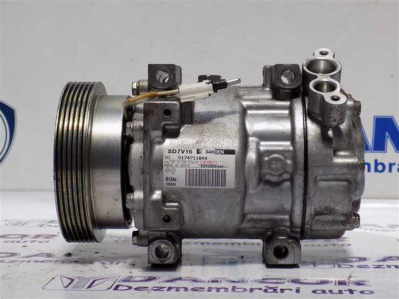 COMPRESOR  AC Dacia Duster benzina 2011 - Poza 1